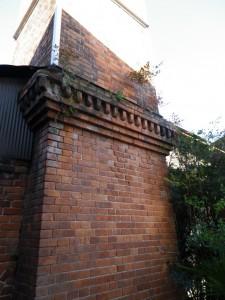 煙突の付け根の意匠